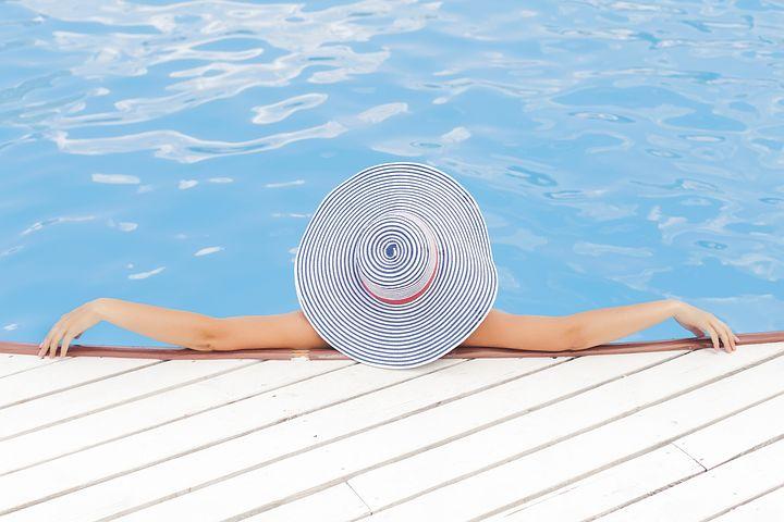 pool-690034__480